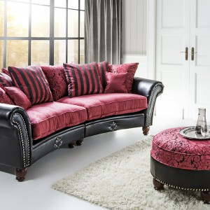 Sofę Normandi wyróżnia tkanina w eleganckie ornamenty. Fot. Mebelplast