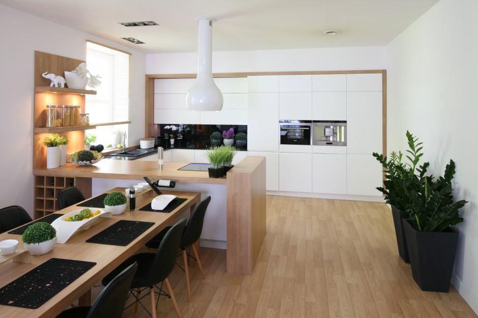 Urządzamy  Biała kuchnia Najciekawsze aranżacje z   -> Kuchnia Lakierowana I Drewno