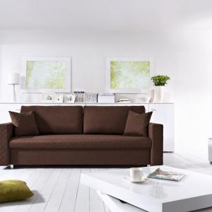 Sofa Vanessa wyróżnia się dość klasyczną formą. Miękkie poduchy oparciowe sprawiają, że jest wygodna w użytkowaniu. Fot. Black Red White