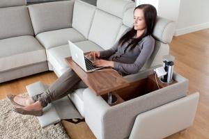 Modna sofa. 15 praktycznych propozycji