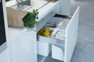 Sortowanie odpadów w szufladzie