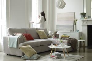 Sofa w salonie. Miękkie i wygodne modele
