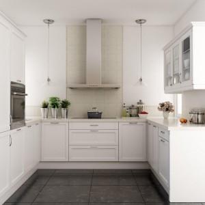 Idealny układ ergonomiczny kuchni w kształcie litery U to taki, w którym cały środkowy ciąg jest przeznaczony na strefę przygotowywania potraw. Na zdjęciu kuchnia Jolanta. Fot. Atlas Kuchnie