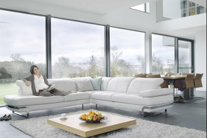 Sofa w salonie. 15 komfortowych wypoczynków w bieli