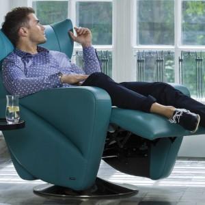 Fotel do czytania powinien być maksymalnie wygodny. Marka Kler proponuje model Opus Uno, z wysokim oparciem i podnóżkiem. Fot. Kler