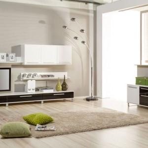 Elegancka i dość minimalistyczna kolekcja Clou, która łączy w sobie nieskazitelność połyskującej czerni i bieli. fot. Szynaka Meble
