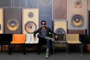 Lenny Kravitz projektantem i twarzą włoskiej marki Kartell
