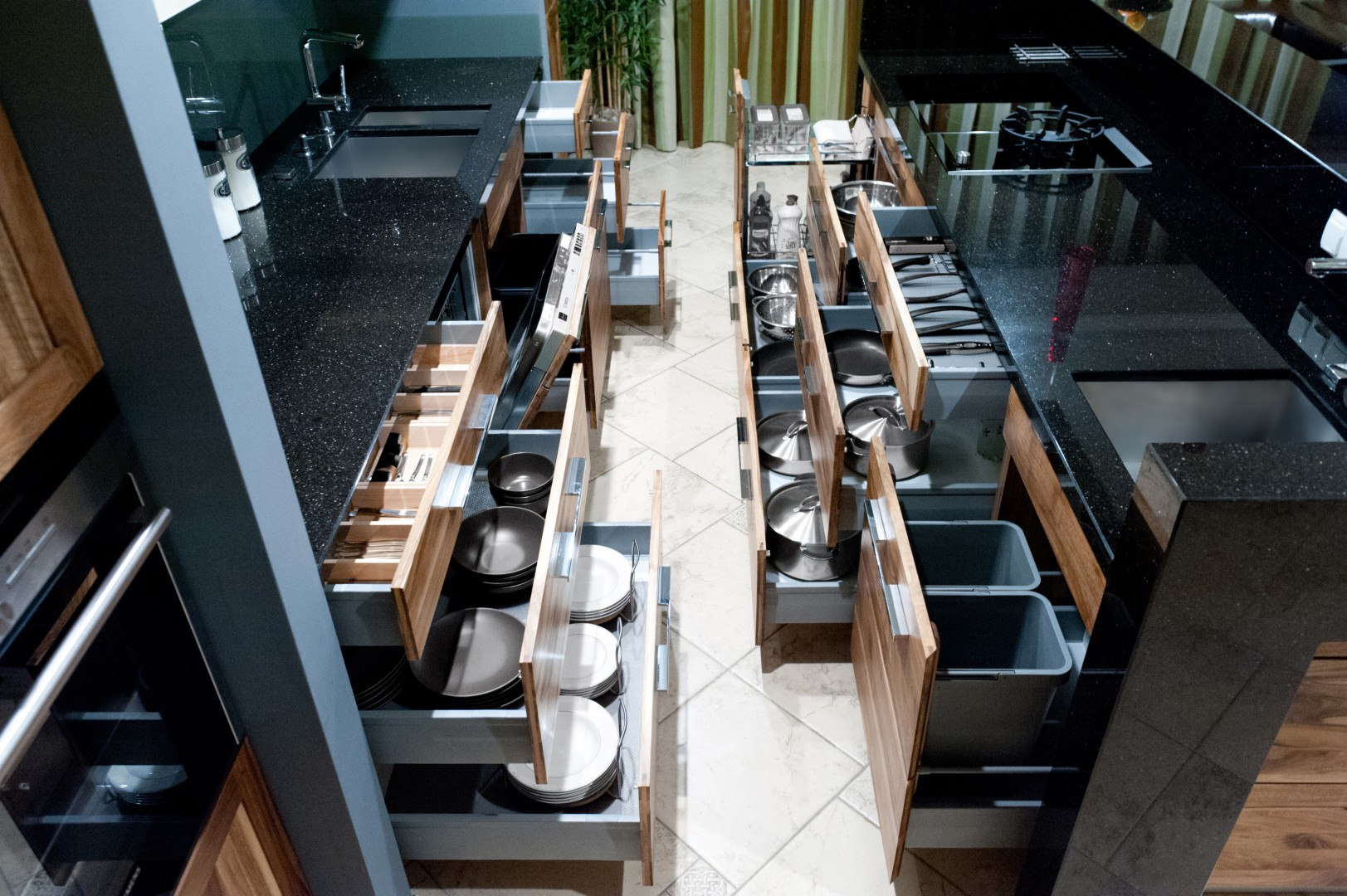 82ef3d7aad714e Systemy organizacji szuflad pozwalają na efektywne zagospodarowanie wnętrza  mebli kuchennych. Fot. Häfele
