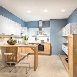 W małej kuchni najlepiej jest zastosować jasne kolory i