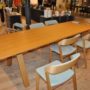 Krzesła z rodziny siedzisk Merano marki TON, zaprezentowane podczas ŁDF Fot. Piotr Sawczuk