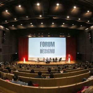 Panel dyskusyjny na temat trendów we wzornictwie skupił wielu słuchaczy. Audytorium było praktycznie zapełnione. Fot. Bartosz Jarosz