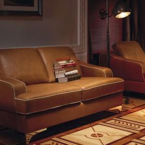 Sofa Largo wyposażona jest w nowatorki system regulacji oparć, która jednocześnie zwiększa głębokość siedziska. Fot. Kler