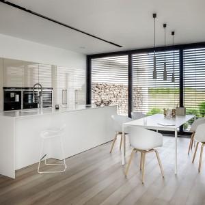 Podstawową zaletą kuchni w stylu minimalistycznym jest to, że łatwo w niej utrzymać porządek. Fot. Zajc Kuchnie