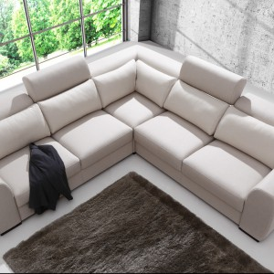 Palazzo to komfortowa sofa z funkcją spania, jak również wygodnymi, regulowanymi zagłówkami. Fot. Caya Design