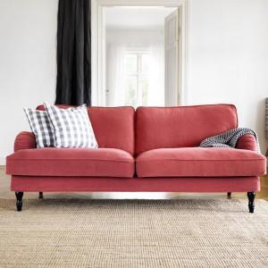 Sofa Stocksund dostępna jest w czterech przyjemnych kolorach, a na wypadek zabrudzeń pokrowiec można zdjąć do prania. Fot. IKEA