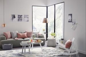 Sofa w salonie. Postaw na modne pastele