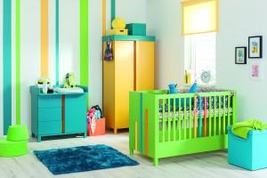 Łóżeczko dla dziecka. Białe czy kolorowe?