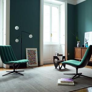 Dzięki małym rozmiarom, fotele pozwalają zaaranżować wygodną strefę wypoczynkową nawet w niewielkim salonie. Fotel Healey. Fot. Walter Knoll