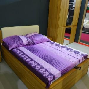 Firma Dekort pokazała zestaw do sypialni z litego drewna. Fot. Beata Michalik