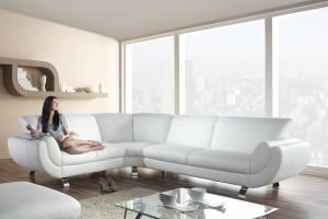10 pomysłów na białą sofę