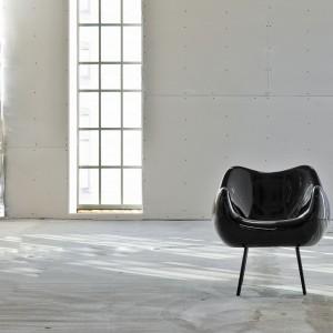 Fotel RM 58, chociaż zaprojektowany został pół wieku temu, wciąż zachwyca nowoczesną formą. Fot. Vzór