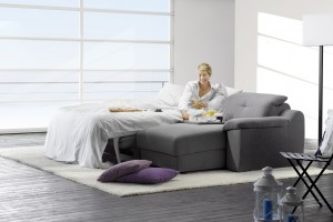 Sofa w funkcją spania. Kupujemy rozkładaną kanapę do salonu