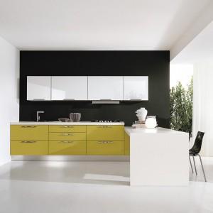 Wysmakowane połączenie kilku kolorów w kuchennym wnętrzu. Fot. Lube
