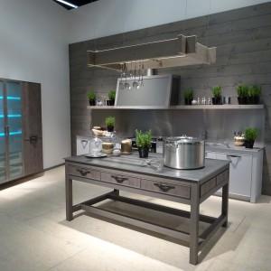 Kuchnia w modnym stylu loft. Fot. Bauformat