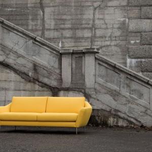 Sofa Agda marki Sits doskonale wkomponuje się w salon utrzymany w klimacie art-deco. Dodatkowo dostępna jest w wielu ślicznych kolorach. Fot. Sits