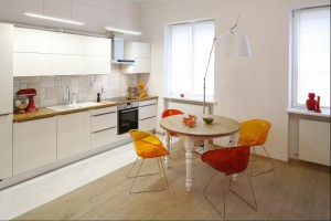 Kolorowe krzesła - energetyczny akcent w jadalni i w kuchni