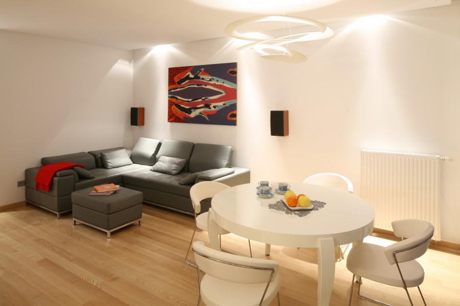 urz dzamy aran acja salonu 10 pomys w na jasne ciep e wn trze. Black Bedroom Furniture Sets. Home Design Ideas