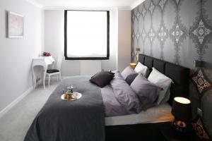 5 modnych sposobów na szarą sypialnię