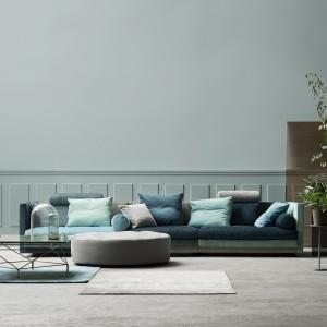 Cocoon sofa ma prawie cztery metry długości, dzięki czemu stanowi doskonałe wyposażenie dużego salonu. Fot. Eillersen