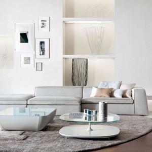 Nowoczesny salon w bieli. Fot. Bonaldo