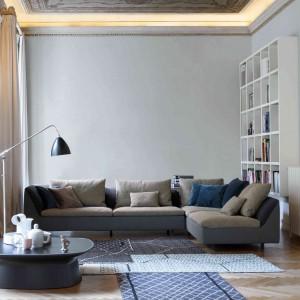 Piękny narożnik Aura w dwukolorowej wersji, który doskonale uzupełni wnętrza w stylu loft, modernistycznym oraz vintage. Fot. Bonaldo