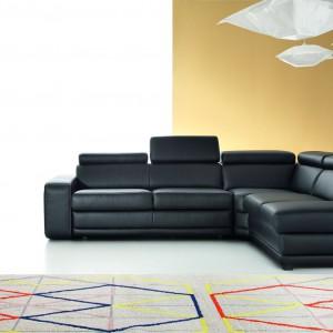 Sofa Matt to nowoczesne podejście do sofy tapicerowanej skórą. W czarnym kolorze prezentuje się wyjątkowo stylowo i elegancko. Fot. Etap Sofa