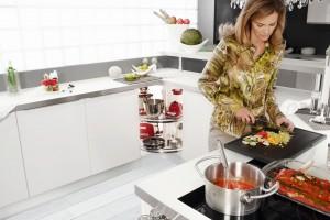 Funkcjonalna kuchnia. 10 pomysłów na sprzęty w szafkach