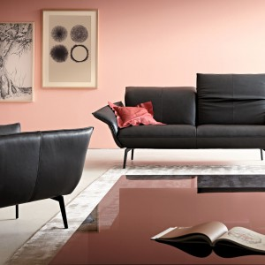 Sofa Flirt o lekkiej, subtelnej formie. Fot. Koinor