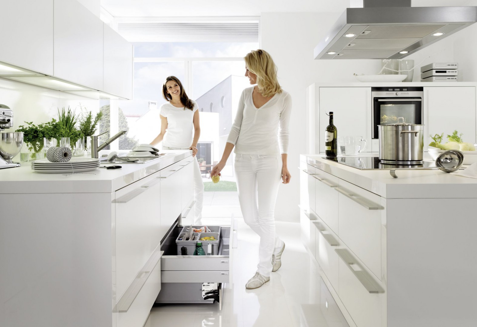 Urzadzamy Praktyczna Kuchnia Zobacz Jak Urzadzic Wnetrze Szafek