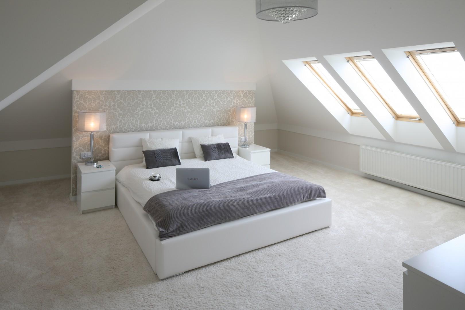 Urządzamy Sypialnia Na Poddaszu Tak Ustawisz łóżko Pod