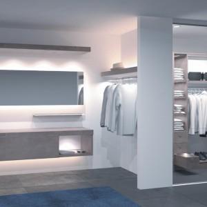 Oświetlenie meblowe wykorzystane w garderobie. Fot. Hafele