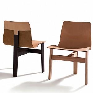 Komfortowe krzesło wykonane zostało z tradycyjnych materiałów, takich jak drewno i skóra. Charakterystyczne dla projektu jest falująca linia oparcia, która łagodnie przechodzi w siedzisko. Górną cześć podtrzymuje podstawa w kształcie litery T, na którą składają się trzy nogi. Fot. Agape