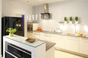 Meble w kuchni. Pomysły na aranżację bez górnej zabudowy
