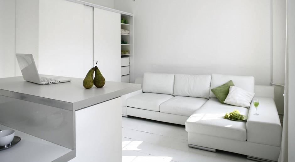 Białe meble w salonie - zobacz inspiracje z polskich mieszkań!