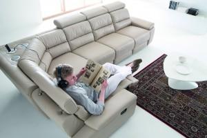 Sofa w salonie. Modele z funkcją relaks