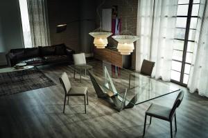 """""""Scorpio"""" - stół z dekoracyjną nogą"""