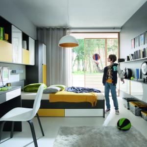 Geometryczne formy i minimalizm, to coś co zawsze jest modne, będzie więc bezpiecznym rozwiązaniem do pokoju nastolatka. Na zdjęciu kolekcja Graphic. Fot. Black Red White