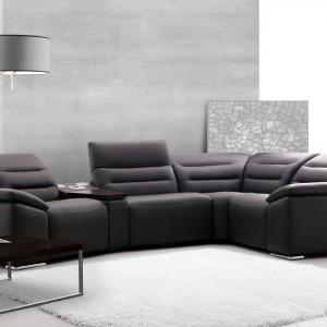 """Wśród produktów marki Etap Sofa kolekcję """"Impressione"""" wyposażono w elektryczną lub manualną funkcję relaksu oraz system audio. Fot. Etap Sofa"""
