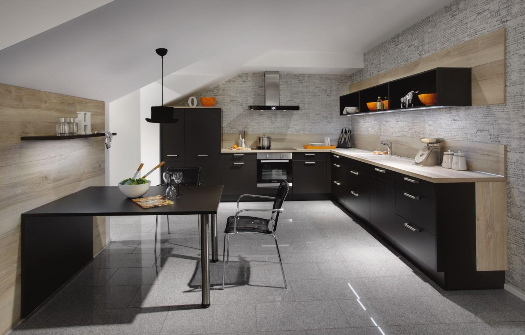 W kuchni o kształcie litery L można wyeksponować eleganckie fronty mebli. Fot. Nobilia