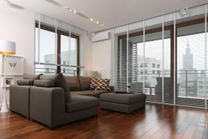 Wnętrze z dużymi oknami - jak optymalnie ustawić meble?